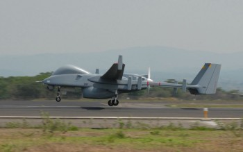 http://de.wikipedia.org/wiki/IAI_Heron#mediaviewer/Datei:Heron_UAV_2009.jpg